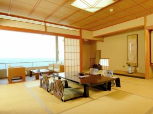 日本海が一望できる造りとなっております。
